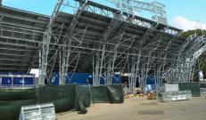 Panoramica del Temporary Flexible Stadium durante i lavori di costruzione