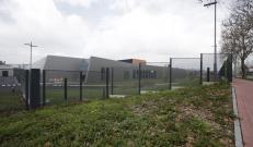 Dettaglio salti di quota della recinzione alta sicurezza Recintha Safety con pali antieffrazione