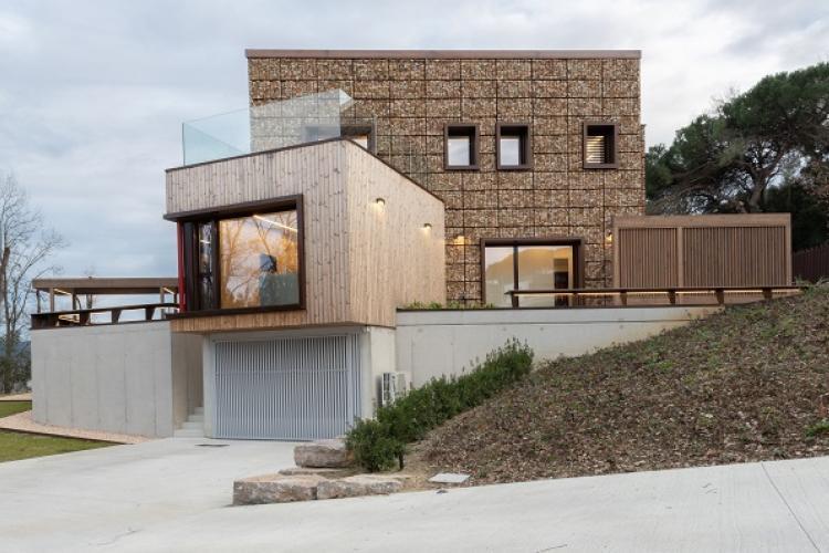 Gabbioni in acciaio COR-TEN per una casa ecologica in Spagna