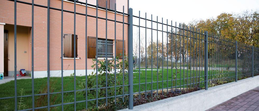 Anticlea: Grau Stahlrohrzaun für Prestige Wohngebiete